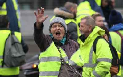 Death threats halt France fuel protest summit - Yellow vests pull out of PM meeting