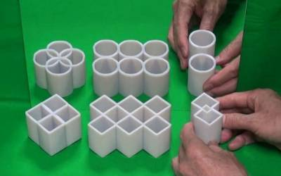 WATCH: This awesome illusion turns squares into circles in the mirror